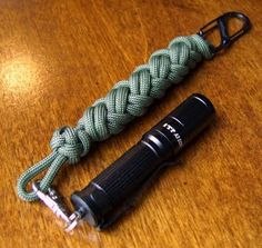 Stormdrane's Blog: A Video Tutorial for the Two-Bight Turk's-Head Paracord Lanyard