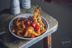 chilipasta My Cookbook, Fusilli, Pasta Salad, Plant Based, Chili, Good Food, Cooking Recipes, Fruit, Ethnic Recipes