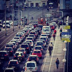 #keinstau #stehenderverkehr #linz #austria #linzpictures #lnz #traffic #stau #nibelungenbrücke #verkehr #tourism #travel #pendler #wegschaun #irrtum #danke