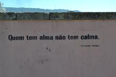 Fernando Pessoa   Quem tem alma não tem alma Thoughts, Writers, Portugal, Awesome, Fernando Pessoa, Words, Frases, Literatura, Sign Writer