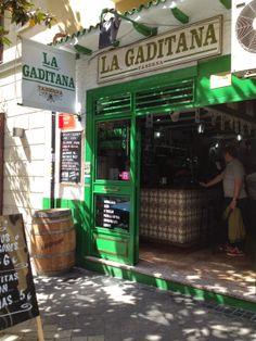 Taberna La Gaditana - Lombia, 6 - Madrid Bar Madrid, Housing Works, Coffee Places, Café Bar, Tapas Bar, Antoni Gaudi, Facade Architecture, Store Fronts, Destinations