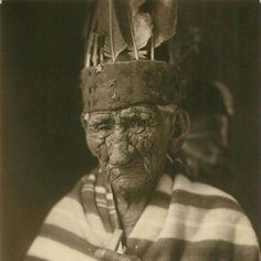 """picture-history: """"At the ripe age of White Wolf a. Chief John Smith is considered the oldest Native American to have ever lived, """" Native American Images, Native American Wisdom, Native American History, Native American Indians, Native Americans, American Symbols, American Women, John Smith, Sioux"""