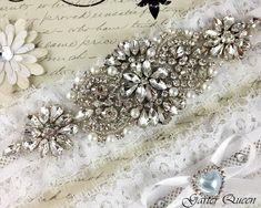 Ivory stretch lace Bridal Garter set / http://www.deerpearlflowers.com/wedding-garters-sets-from-etsy/3/