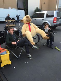 Finally RT @afoley24: @Lil_Henstridge & Iain hangin' w his monkey @denisepoore #AgentsofSHIELD #Fitzsimmons