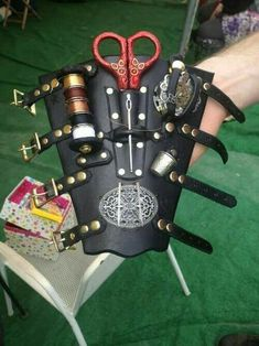 Seamstress Gauntlet. Could be made for all types of arts… Steampunk Crafts, Steampunk Gadgets, Steampunk Gears, Steampunk Design, Victorian Steampunk, Steampunk Cosplay, Steampunk Patterns, Lunette Steampunk, Steampunk Accessories