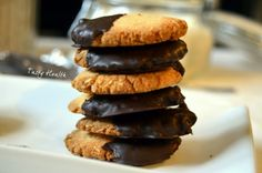 Tasty Health: Chocolate almond and coconut cakes (sub for clean ingredients: cacao)
