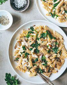 Fløtekarameller med lakris Frisk, Mozzarella, Parmesan, Pasta Salad, Ethnic Recipes, Food, Journey, Spinach, Crab Pasta Salad