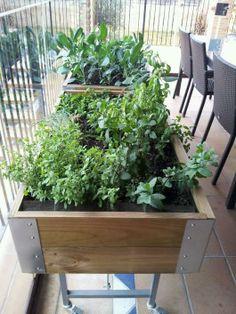 Huerto urbano en #mesas de #madera http://www.elangreen.com/producto.php?codigo=sembrar-mesas-21901114