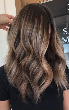 Brown hair don't care. Beautiful brown hair, balayage and ombre shape. For more … Brown hair don't care. Beautiful brown hair, balayage and ombre shape. Brown Hair Balayage, Hair Color Balayage, Blonde Balayage, Auburn Balayage, Caramel Balayage, Caramel Blonde, Long Bob With Balayage, Bronde Haircolor, Bayalage Brunette