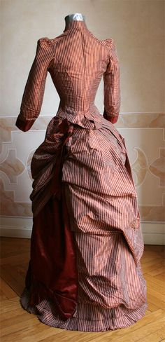 Dress of 1884 consists of two parts, the bodice and skirt, taffeta and satin obtained by readjusting belonging to a previous dress of of which remains the original bolero. 1880s Fashion, Victorian Fashion, Vintage Fashion, Victorian Gown, Victorian Costume, Antique Clothing, Historical Clothing, Vintage Dresses, Vintage Outfits