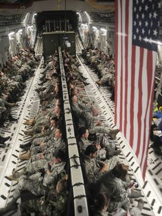 The Front Lines Photos) - In wartime and peace the United States military is a constantly evolving organism, always on alert and training for the worst. Thanks to our working m. Army Mom, Army Life, Us Army, Soldiers Coming Home, My Champion, Military Love, Armed Forces, Belle Photo, Troops