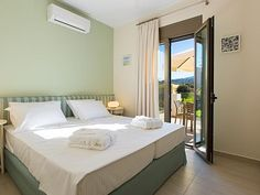 Rethymno villa rental - The single beds could also be used a double bed if needed!