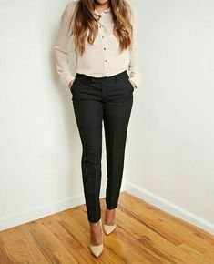 Comfy Blouse And Pants Work Outfits Ideas - Kids Style Creative Fashion Mode, Office Fashion, Work Fashion, Womens Fashion For Work, Petite Fashion, Fashion 2018, Fashion Clothes, Fashion News, Style Fashion