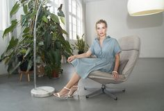 Studio JUX - Wie is jouw kleermaker? Sustainable Clothing, Sustainable Living, Ethical Fashion, Fashion Brands, Green Fashion, Sustainability, What To Wear, Branding Design, Accent Chairs