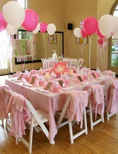 Every little girl would love this spa party set-up... grown-up sophistication for the little ones! Simple pink and white theme