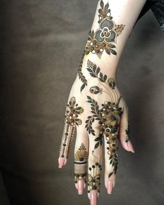 Bridal mehendi design ideas for this wedding season! Bridal mehendi design ideas for this wedding season! Modern Henna Designs, Mehandhi Designs, Latest Henna Designs, Floral Henna Designs, Henna Art Designs, Mehndi Designs 2018, Stylish Mehndi Designs, Mehndi Designs For Girls, Wedding Mehndi Designs