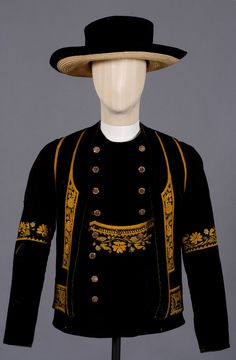 France, Brittany, man's waistcoat and coat from Elliant, ca 1900 Folk Clothing, Antique Clothing, Historical Clothing, Breizh Ma Bro, European Costumes, Gilet Costume, Costumes Couture, Men's Waistcoat, Celtic Culture
