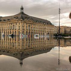 Bordeaux, France -  Le fameux miroir d'eau de Bordeaux a été une véritable source d'inspiration pour sa série de photographies.