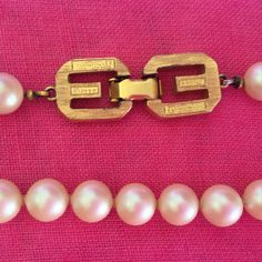 "GIVENCHY+vintage+1977+Pearl+Necklace+17""+long+when+worn+by+VINTAGEwithaSMILE+on+Etsy"