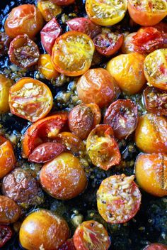 Roasted cherry tomatoes are concentrated and caramelized and make a versatile ingredient to add to pasta, salads, pizza just to name a few. Side Dish Recipes, Vegetable Recipes, Cherry Tomato Recipes, Tomato Ideas, Chicken Pasta Recipes, Cashew Chicken, Roasted Tomatoes, Roasted Garlic, Roasted Vegetables