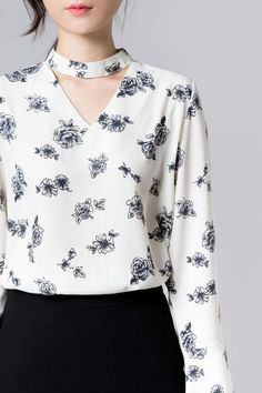 Floral Choker Blouse (BVXI) - Create an attractive and lovable look with this floral patterned blouse. Kurti Neck Designs, Dress Neck Designs, Blouse Designs, Indian Designer Wear, Look Chic, Blouse Styles, Stylish Dresses, Business Fashion, Asian Fashion