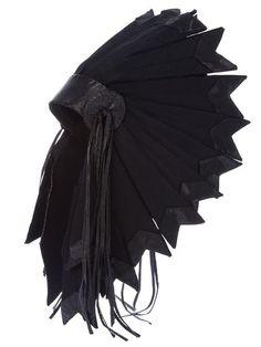 Купить Paco Rabanne Vintage native american style headdress в  из лучших независимых бутиков мира на farfetch.com. Более 1000 брендов из 300 бутиков на одном сайте.