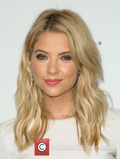 Ashley Benson - PaleyFest 2014 - 'Pretty Little Liars' held at the Dolby Theatre - Los Angeles, California, United States. Haircuts For Wavy Hair, Layered Haircuts, Ashley Benson, Diamond Face Shape, Chocolate Curls, Heart Face, 2015 Hairstyles, Pretty Little Liars, Face Shapes