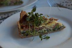 En lækker grøntsagstærte med bacon og andre gode sager i. Jeg elsker tærter og har efterhånden også en del på min blog, se flere her: juliebruun.com