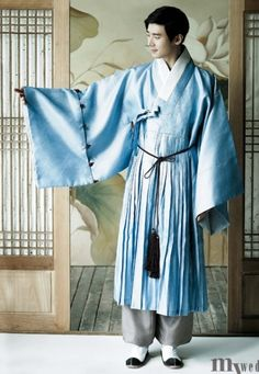 The 'cheol-lik' (a.k.a. a kind of overcoat with the wrinkle thingies at the bottom) - a kind of clothing often worn by military-type people in Joseon.
