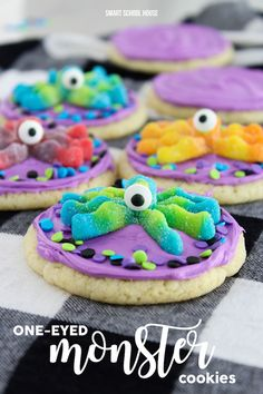 One-Eyed Monster Cookies. 3 ingredient cookies topped with colorful frosting, candy eyes, and monster gummies. Easy cookies to make for Halloween or party. Halloween Desserts, Halloween Menu, Halloween Cookie Recipes, Halloween Goodies, Halloween Treats, Halloween Celebration, Halloween Cupcakes, Halloween 2017, Halloween Night