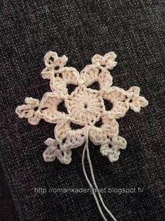 Handmade by Linda: Virkattu lumihiutale - ohje Crochet Motif, Crochet Patterns, Diy And Crafts, Arts And Crafts, Diy Adult, Knit Art, Crochet Decoration, Crochet Snowflakes, Xmas Tree