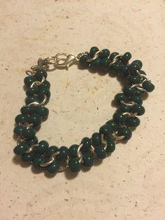 Pulsera de cadena con piedras verdes