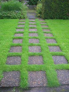 DSCN4301 Mien Ruys Confectieborders - tegels in gras by tuinontwerper, via Flickr