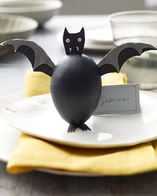 How to Make Bat Treat Boxes #Halloween (http://www.marthastewart.com/907956/bat-treat-boxes)