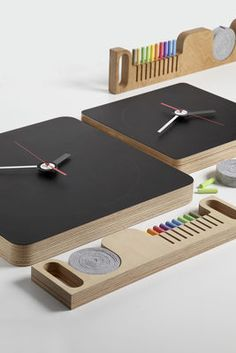 Tabla Blackboard Clock, with its chalkboard clock face, puts some fun into keeping time and leaving timely messages. The birch clock comes with coloured chalk and felt chalkboard erasers that are stored in a pull-out drawer. The Tabla Blackboard Clock hides a small sliding drawer, able to hide away the chalk and rubber used to write on the clock-face. How nice resume in hand chalk and eraser as once!