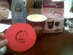 Nuestro amigo @arqui_ovi disfruta la delicia del mes en uno de los #CoffeeStore. ¡Qué buen momento!.