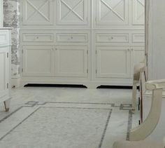 Cabinet with legs on the left or like the design in back?????