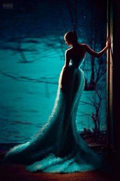 إمسك بيدي .. وإرحل معي نحو الأفق .. نحو مسافات لن تنتهي ..... ليس فيها عنوان لرسالة فراق .. ورحيل أسود .. نحو مجهول بلا خوف .. ! ومصير أعمى ... ! ولقاء .. .. .. يبكي فيه الشوق من لذة العشقِ ...... !! ...Nadia art