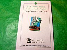 YELLOWSTONE NATIONAL PARK OLD FAITHFUL GEYSER LAPEL HAT PIN WYOMING SOUVENIR-LP6