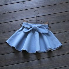 2016 Summer New Super Suave Niña Falda de Mezclilla Lavados Niños Arco Correa … 2016 Summer New Super Soft Baby Girl Denim Skirt Washes Children Bow Belt Good quality years Retail wholesale 1603 Baby Girl Skirts, Baby Skirt, Little Girl Dresses, Girls Dresses, Summer Dresses, Cute Baby Clothes, Doll Clothes, Baby Dress Design, Skirts For Kids
