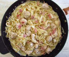 Peito de frango frito com bacon e tagliatelle | Food From Portugal