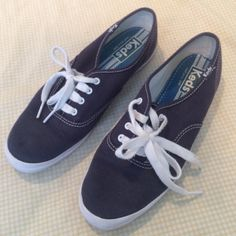 Dark blue Keds  These sneakers are great with any outfit ! Good condition, lightly worn. keds Shoes