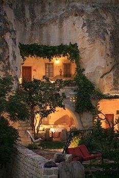 I've decided that I definitely need a cave house. Like now.