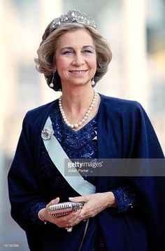 Queen Sofia Of Spain Attends A Performance Of The Dramatic Theatre, During The Celebration For King Carl Gustav Of Sweden'S Birthday. (Photo by Antony Jones/UK Press via Getty Images) Greek Royalty, Spanish Royalty, Queen Sophia, Princess Sophia, Greek Royal Family, Spanish Royal Family, Stylish Older Women, Royal Photography, Royal Jewelry