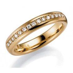Stilfull förlovningsring/vigselring i 18k rödguld från Schalins i serien Allians. Ringen har 15 stycken diamanter infattade på totalt 0,15ct. Ringen är 4,0mm bred och 2,3mm hög.