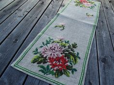 Vintage handwoven Natural Linen Table Runner with Georgeous Handmade Floral Pattern. Cross Stitches. Swedish Vintage from 1970'.