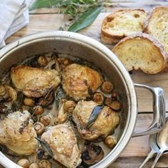 Pan Roasted Chicken Thighs & Mushrooms in white wine, garlic, herbs and cream One Pot Dishes, One Pot Meals, Food Dishes, Pan Roasted Chicken Thighs, Chicken Thighs Mushrooms, Healthy Recipes For Diabetics, Healthy Crockpot Recipes, Healthy Food, Cooking Recipes