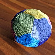 Cool baby ball idea, also a really neat pattern for a blanket too!