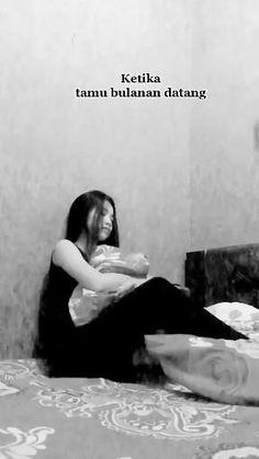 Music Video Song, Music Lyrics, Music Videos, Mix Video, Ikon Wallpaper, Quotes Galau, Aesthetic Songs, Saddest Songs, Sad Girl
