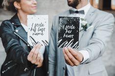 Rockiges Hochzeitsset im Schwarz-Weiß-Design! . . . Dir gefällt das Konzept? Dann melde dich gerne und ich ändere das Konzept auf euch ab. . . . #menükarte #menuecard #weddinginvitation #savethedate #savethedatecard #blackandwhite #weddingstationary  #blackandwhitewedding #einladungskarten #designerseits  #istoleherheart  Foto: evelinagalinis.de Save The Date Card, Place Cards, Place Card Holders, Names, Lettering, Design, Garland Wedding, Invites Wedding, Card Wedding
